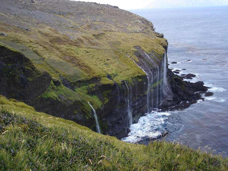 Les Terres australes et antarctiques françaises (Taaf), collectivité d'outre-mer créée en 1955, sont formées par l'archipel de Crozet <i>(notre photo),</i> l'archipel de Kerguelen, les îles Saint-Paul et Amsterdam, la terre Adélie au sein du continent antarctique, et, depuis 2007, les îles Éparses (Europa, Glorieuses, Juan de Nova, Bassas da India et Tromelin). <a href=''http://www.lefigaro.fr/assets/images/carte-taaf.jpg'' target=''_blank''>Localiser les îles sur une carte</a>.