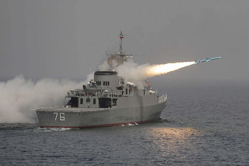 Mardi 9 mars, dans les eaux du golfe Persique, séance de test du nouveau missile «Nour» tiré depuis le «Jamaran», le premier destroyer de la marine iranienne. Il a été inauguré par le chef de la révolution islamique, Ali Khamenei, en février dernier.