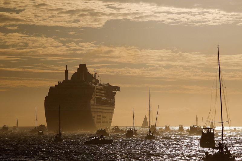 Le Queen Mary 2 s'apprête à repartir à la conquête de tous les océans pour son troisième voyage autour du monde. Il prendra la route vers l'est, au départ de Southampton et sillonnera les cinq continents.