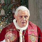 Pédophilie: le Vatican riposte aux attaques