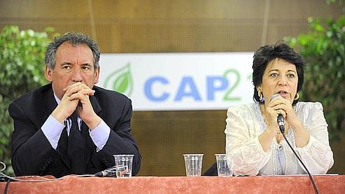 François Bayrou et Corinne Lepage, en 2008, lors du congrès de Cap 21 entérinant l'intégration du parti écologiste au MoDem.