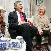 Gordon Brown tente la stratégie du canapé