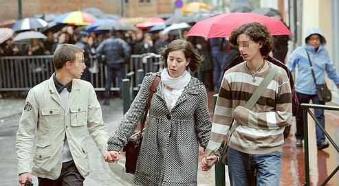 Les trois enfants deJacques etSuzanne Viguier à leur arrivée aupalais dejustice deToulouse enavril 2009, lors du premier procès.