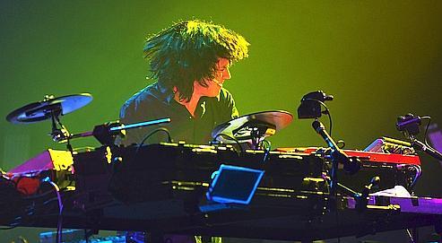 Célébré pour ses son et lumière gigantesques dans les années 1980 et 1990, il fait son retour avec une tournée en salle (ici à Bordeaux), baptisé «2010».
