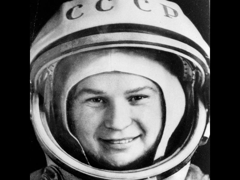 La place des femmes dans l'astronautique - Page 2 20100406PHOWWW00235