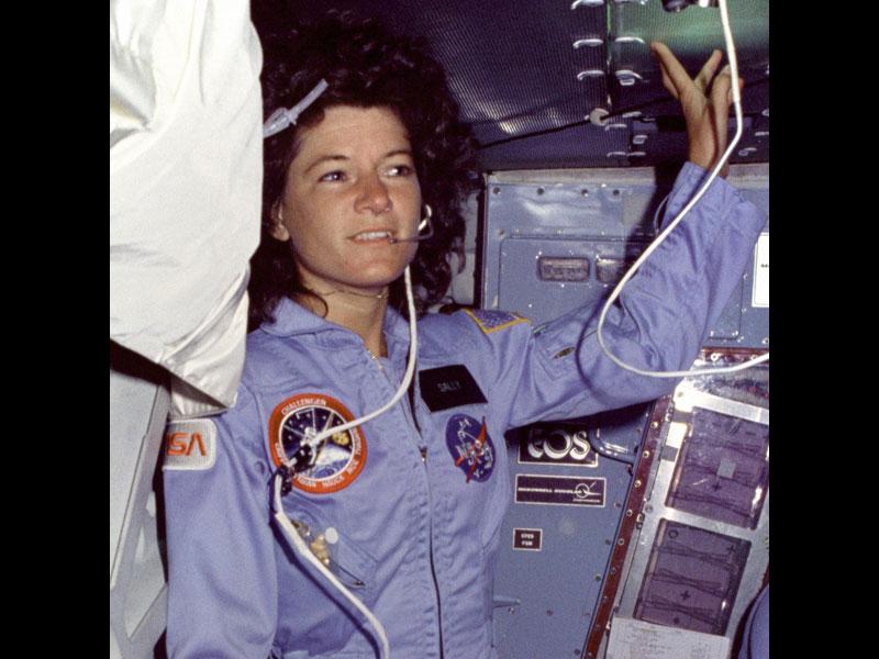 La place des femmes dans l'astronautique - Page 2 20100406PHOWWW00236