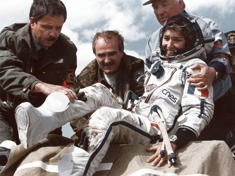 La place des femmes dans l'astronautique - Page 2 20100406PHOWWW00237