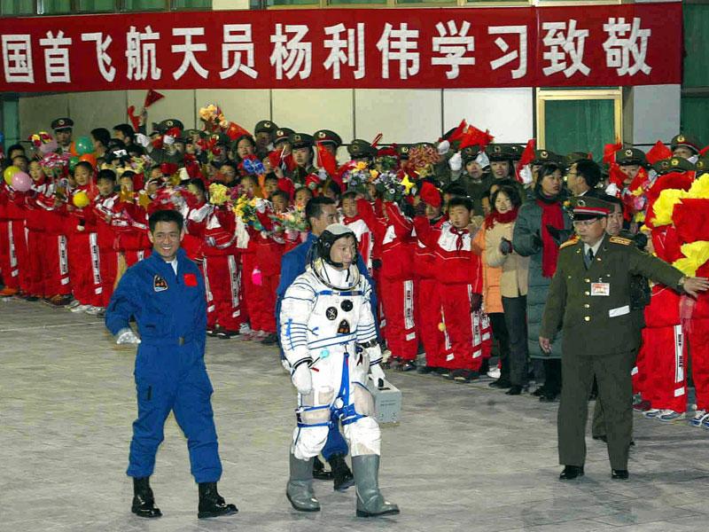La place des femmes dans l'astronautique - Page 2 20100406PHOWWW00246