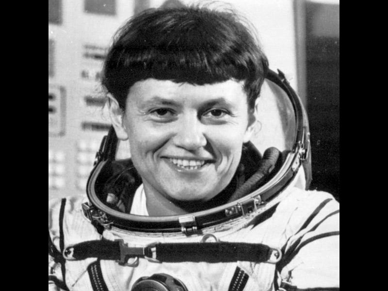 La place des femmes dans l'astronautique - Page 2 20100406PHOWWW00350