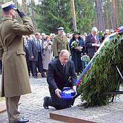 Poutine condamne le massacre de Katyn