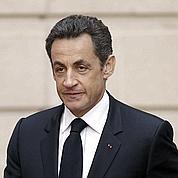 Nicolas Sarkozy câlineles députés UMP