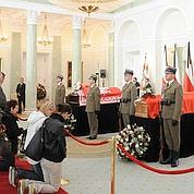 Recueillement devant le corps de Kaczynski