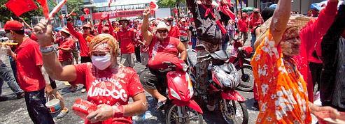 Face aux «chemises rouges», le pouvoir thaï se délite