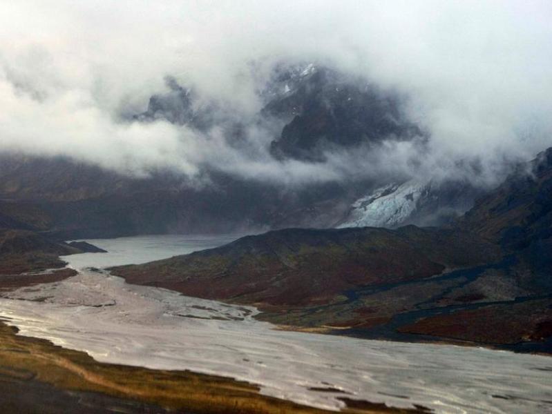 Dans le sud-est de l'Islande, la visibilité était par endroits de moins de 150m jeudi matin. Les agriculteurs ont reçu la consigne de garder leurs bêtes enfermées pour éviter qu'elles n'avalent des particules de cendres.