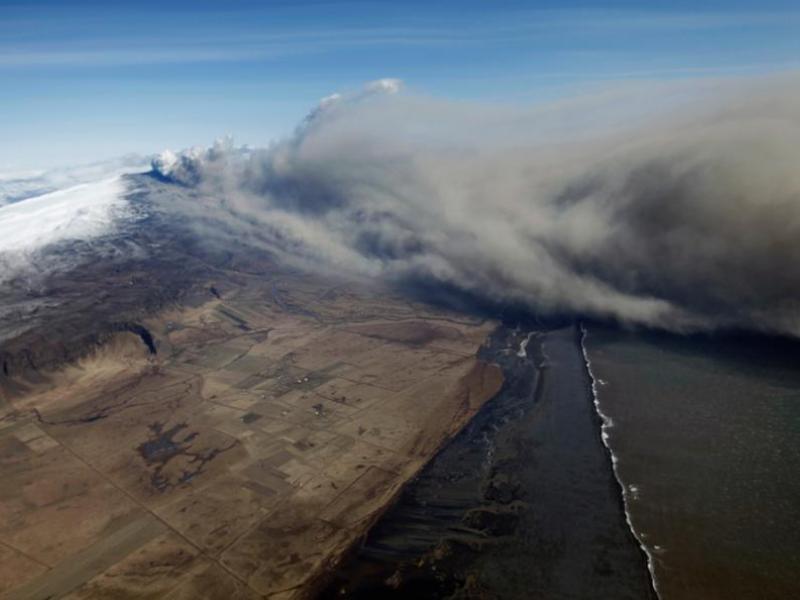 Le nouveau nuage de cendres émis depuis lundi devrait toucher le nord de l'Europe tout en épargnant la France, à l'exception de l'extrême nord de ses côtes.