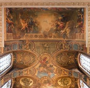 Au-dessus de la tribune royale, le décor de la voûte est un travail de Jean Jouvenet, «La Descente du Saint-Esprit sur la Vierge et les apôtres». C'est là que le roi entendait quotidiennement la messe. (Pierre Arligui/Wide Production)
