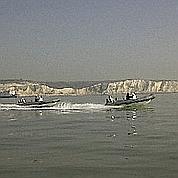 Ce week-end, 25 personnes ont traversé la Manche en bateau à moteur. Crédits : Twitter
