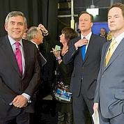 Gordon Brown tend la main à Nick Clegg