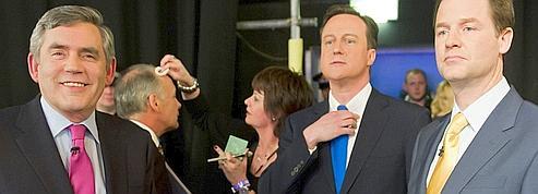 Gordon Brown tend la main à Nick Clegg