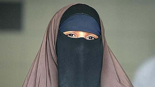 le port de la burqa sera totalement interdit en roi