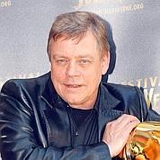 Cet acteur américain, né le 25septembre 1951 à Oakland en Californie d'un père militaire dans la Navy, a su garder les pieds sur terre.