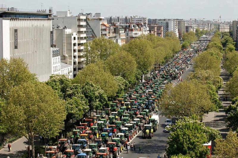 Environ 10.000 agriculteurs ont fait le déplacement ce mardi dans l'est de Paris pour interpeller le gouvernement sur la baisse de leurs revenus et leur inquiétude concernant l'avenir de la Politique agricole commune dont ils ont bénéficié.