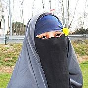 Kenza, femme en niqab et «star» des médias