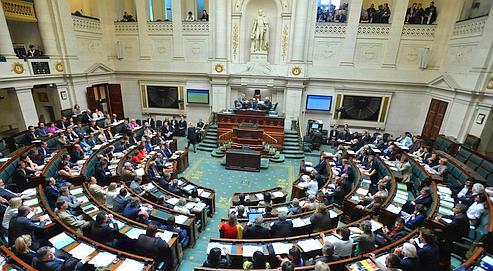 Les d put s belges interdisent le port du voile int gral for Chambre belge des traducteurs