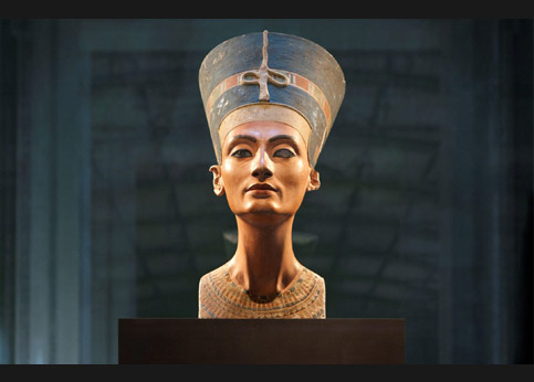 <stro />Buste de Néfertiti,</strong> le fleuron du Neues Museum de Berlin. Réclamé par l'Egypte depuis trente ans.» /></p><br /> <p=