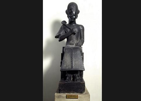 <stro />Statue de Ramsès II,</strong> musée de Turin. Réclamée par l'Egypte à l'Italie.» /></p><br /> <p=