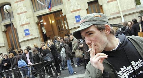 «L'image sociale de la cigarette est de moins en moins dépréciée auprès des jeunes», regrette le Pr Bertrand Dautzenberg.