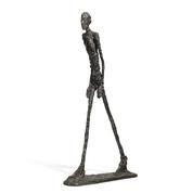 «L'Homme qui Marche» de Giacometti détenait le précédent record mondial de vente aux enchères.