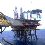 Le pétrole poursuit sa chute