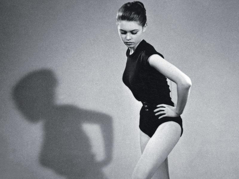 Trois ans avant le tournage de <i>Et Dieu...créa la femme</i> de Roger Vadim, Brigitte montre déjà toute sa sensualité. Grâce à ce film, elle accédera au rang d'icône du cinéma.