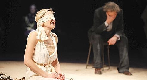 Face à la crise, le théâtre révise ses classiques