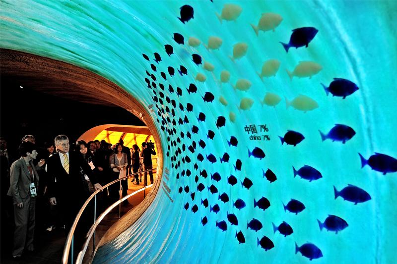 Le 18 mai, Stephen Smith, le ministre des affaires étrangères d'Australie, en visite dans son pavillon à l'Exposition Universelle de Shanghai.