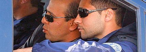 Paris libère l'assassin<br/>de Chapour Bakhtiar<br/>