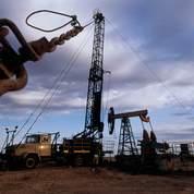 Le pétrole chute sous les 65 dollars