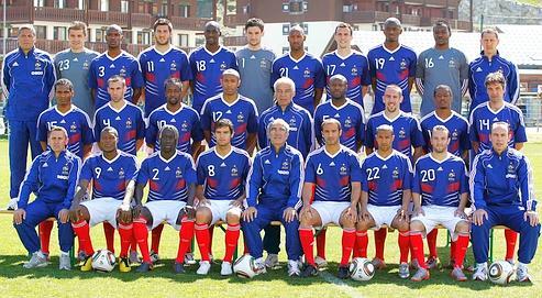 Les joueurs et le staff technique ont posé, hier, à Tignes, pour la photo officielle des Bleus à la Coupe du monde.