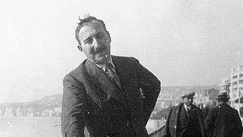 L'écrivain autichien sur la Côte d'Azur. Polyglotte accompli, il traduisit notamment des oeuvres de Baudelaire, Verlaine et Rimbaud lors de son séjour sur la Riviera au début des années 30.