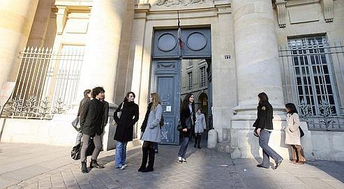 En 2008-2009, la France a enregistré une augmentation de 9 % de ses jeunes hors des frontières. dans Pol-Actualite et Politique. f253718e-6cf8-11df-a6e4-c34265b3a338