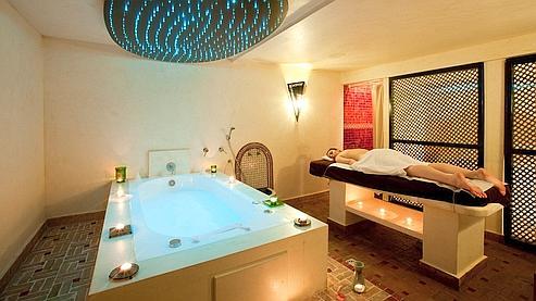 Comme Cléopâtre dans son bain (Boulogne-Billancourt)