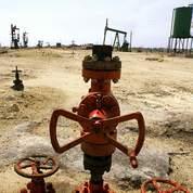 Le pétrole plie avec un dollar plus fort