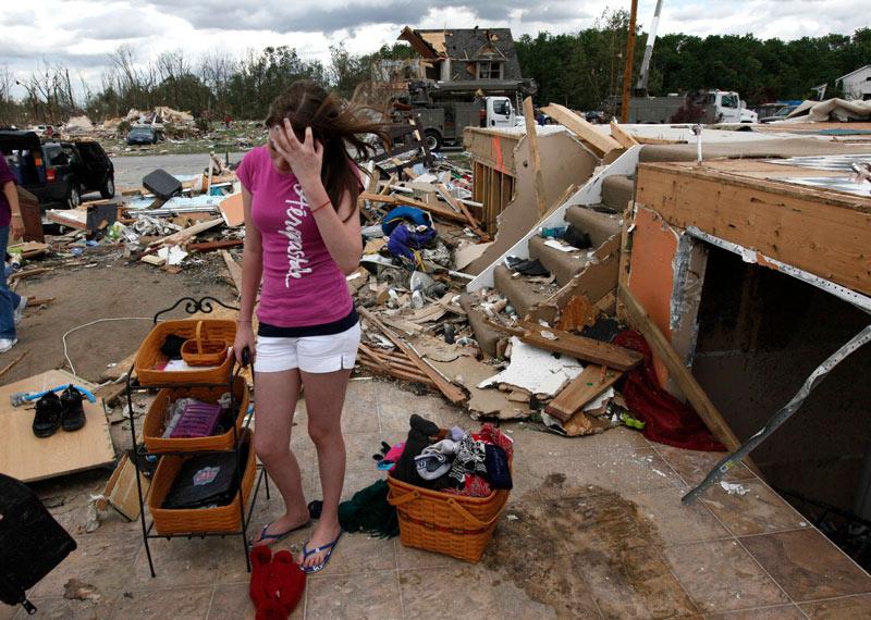 La tempête ne s'est pas limitée à l'Ohio. D'autres tornades ont frappé en Illinois, où les vents ont arraché le toit d'un cinéma. Dans le Michigan, c'est une centrale nucléaire qui a été endommagée et a dû être fermée. Des habitations ont également été endommagées en Indiana et dans l'Iowa.