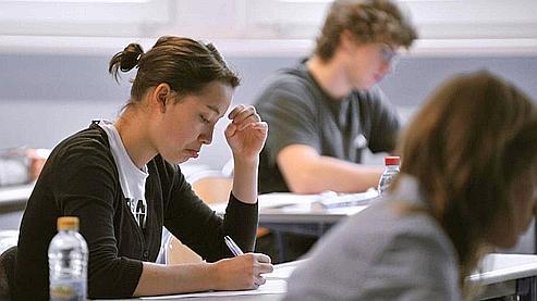 Des élèves de terminale travaillent jeudi matin, au lycée Marie Curie à Strasbourg, lors de l'épreuve de philosophie du baccalauréat.