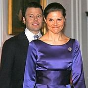 La fédération de commerce suédoise estime que les noces pourraient rapporter 2,5 milliards de couronnes en vente de souvenirs et en activité touristique et commerciale accrue.