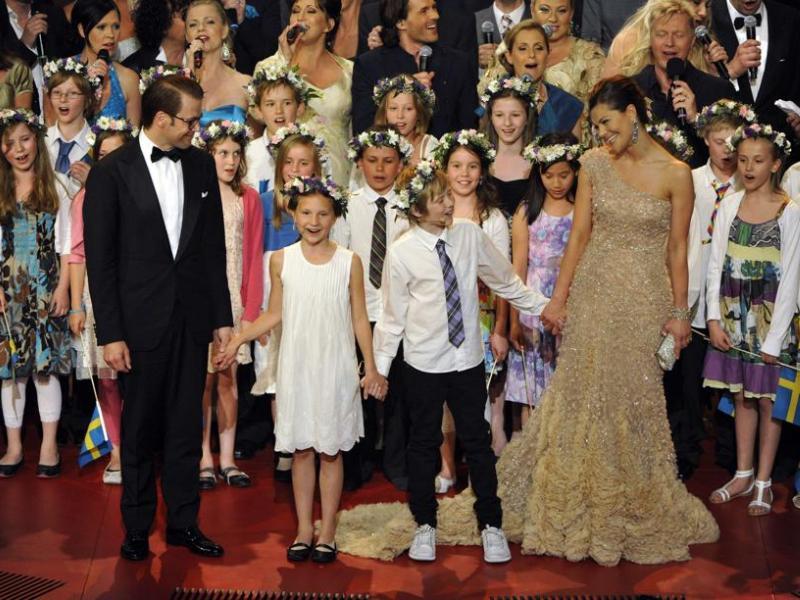 Les réjouissances ont commencé dès vendredi. Les futurs mariés (photo) et leurs invités prestigieux ont assisté à un concert de gala au Royal Concert Hall de Stockholm.
