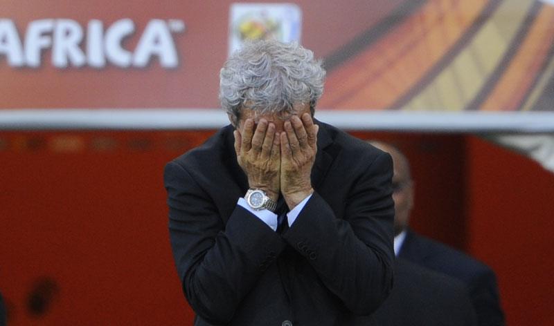 Mardi 22 juin, à la 37ème minute du match Afrique du Sud - France, Raymond Domenech semble dépité. Mphela vient de marquer le second but du pays hôte de la coupe du monde 2010.