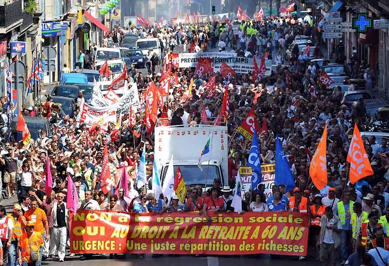À Marseille, comme dans toutes les grandes villes de France, les manifestants sont descendus dans les rues, jeudi 24 juin, pour protester contre la réforme des retraites proposée par le gouvernement. Les syndicats ont déjà fait savoir qu'ils seraient prêts à de nouvelles actions, si le gouvernement ne tient pas compte de cette journée de mobilisation.