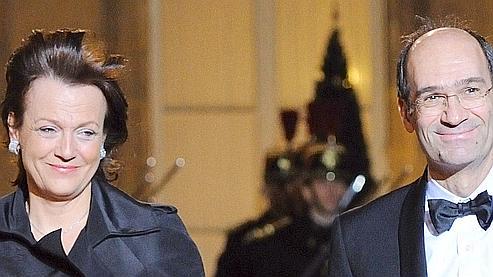 Photo prise le 2 mars 2010 d'Eric Woerth arrivant avec son épouse Florence à l'Elysée.